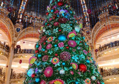 Paris Christmas Markets Winter Travel tips things to do highlights: You can get very close to the huge Christmas tree via the Skywalk